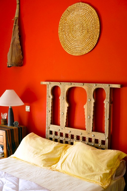 For Example Warm Comfort Would Be Garish In A North Facing Room But With Western Exposure It Becomes Luxurious Because Of The Way Absorbs Light